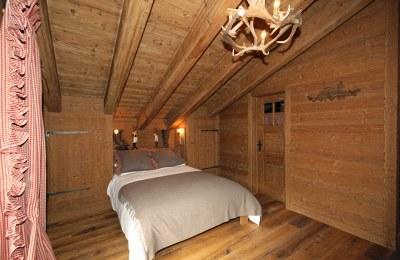 Chambre à coucher en sapin brossé vieilli