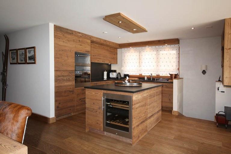 Agencement de cuisine en vieux bois