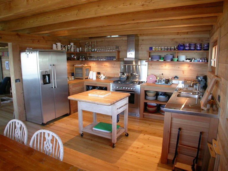 Agencement de cuisine en mélèze