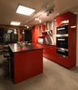 Agencement de cuisine rouge brillant