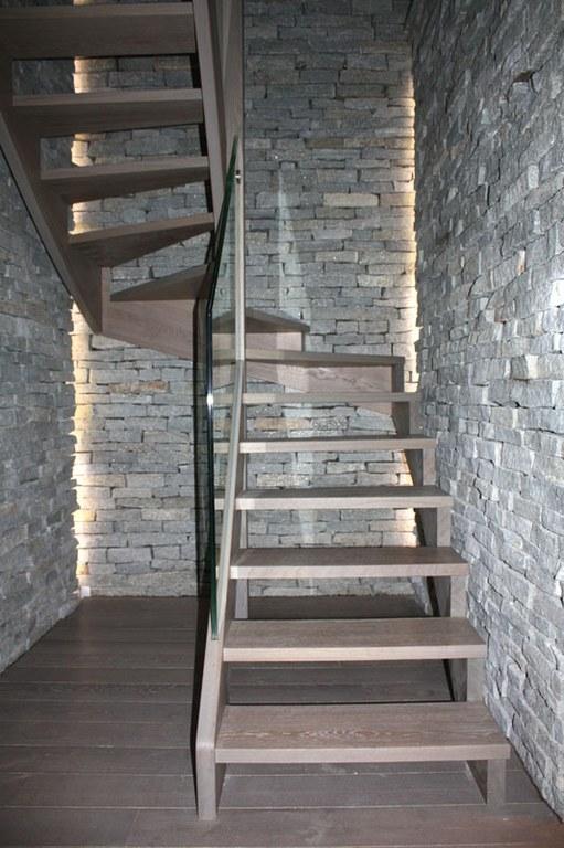 Escalier en chêne teinté brossé