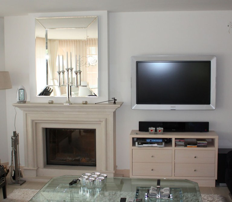 meuble tv et entourage chemin e menuiserie cuisines. Black Bedroom Furniture Sets. Home Design Ideas