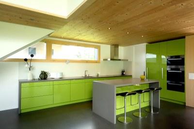 agencement de cuisine laque vert.jpg