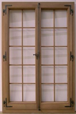 Fenêtre bois avec espagnolette applique