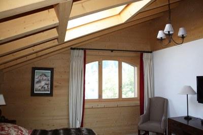 Fenêtre bois en sapin brossé étuvé