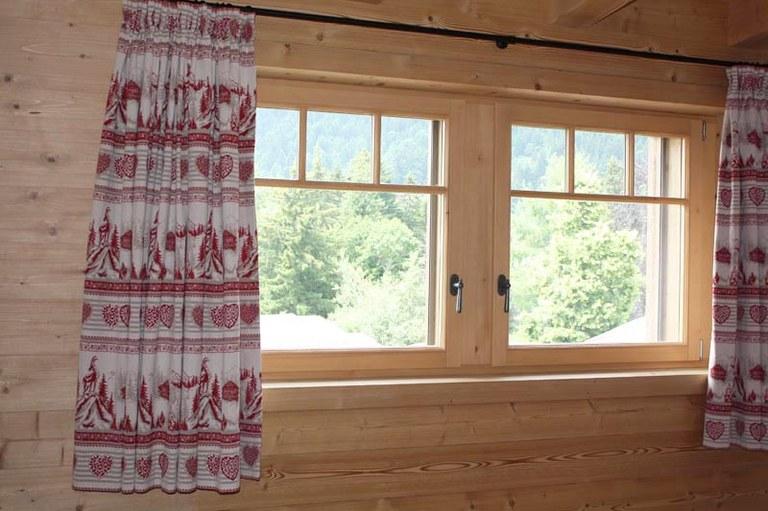 Fenêtre en bois sapin étuvé brossé