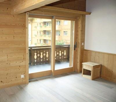 Fenêtre bois en sapin étuvé brossé