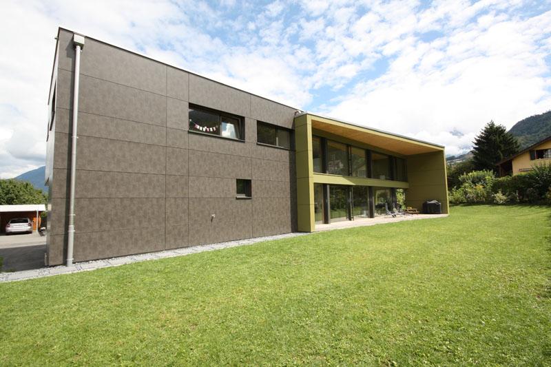 Villa avec fenêtres bois-métal