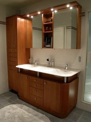 Meuble salle de bain en cerisier teinté