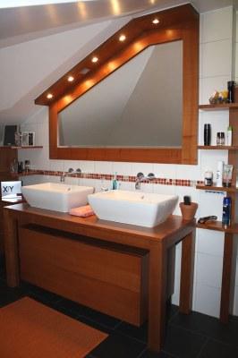 Meuble salle de bain bois en cerisier teinté