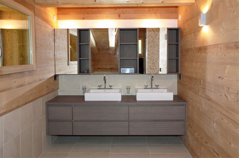 Meuble de salle de bain en ch ne teint menuiserie for Recherche meuble de salle de bain