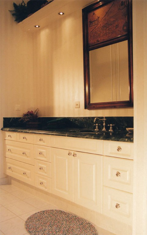 Meuble salle de bain laqué