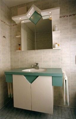 Meuble salle de bain en laque et stratifié