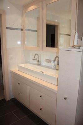Meuble salle de bain en sapin brossé blanchi