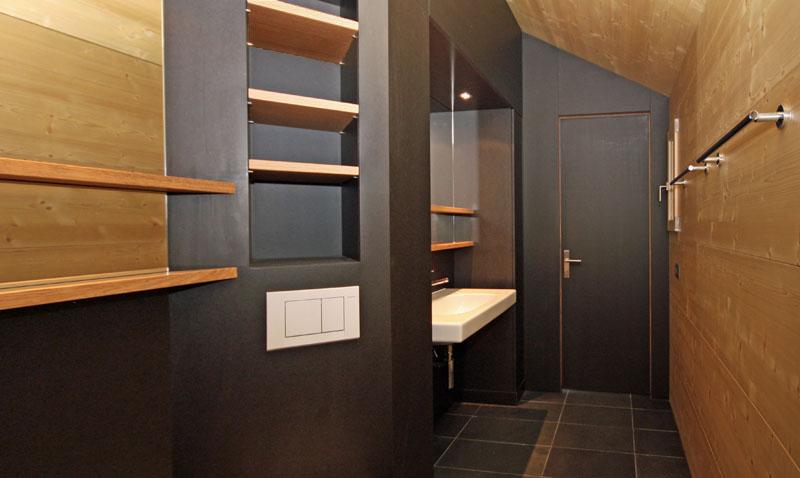 Agencement salle de bain en mdf for Agencement salle de bain mansardee