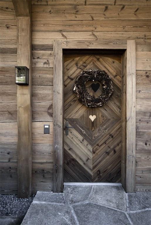 Porte d'entrée en vieux bois