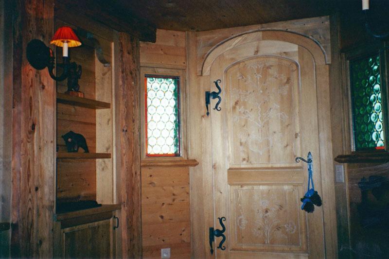 Porte d'entrée en sapin vieilli