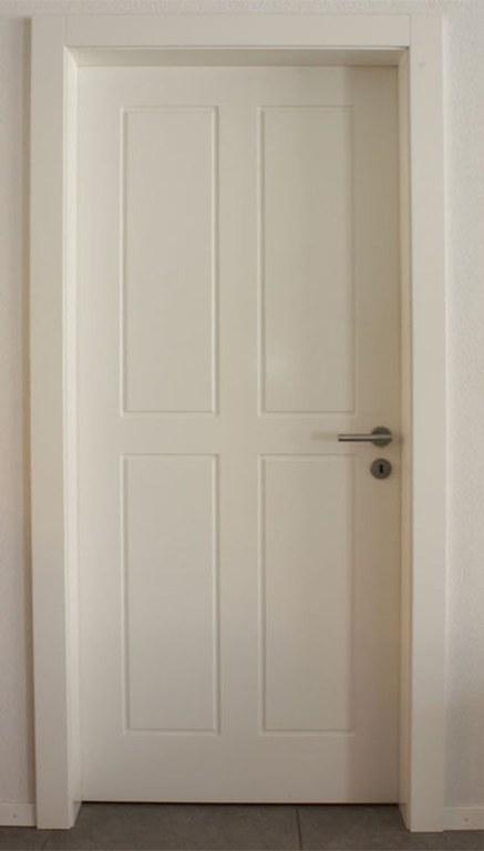 Porte intérieure avec moulure défoncée